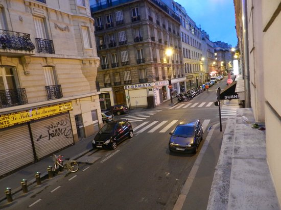 Smart Place Paris: view down street