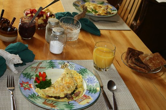 Silent Sport Lodge Bed and Breakfast: A fabulous breakfast.
