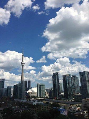 Thompson Toronto - A Thompson Hotel: City skyline view