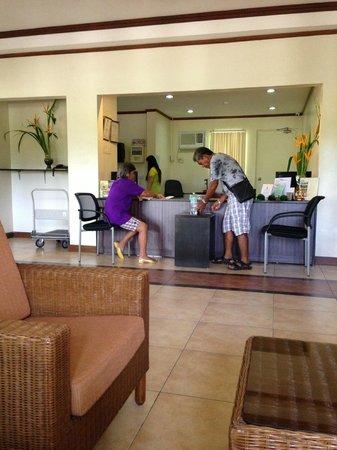 Hotel Tropika Davao: Lobby