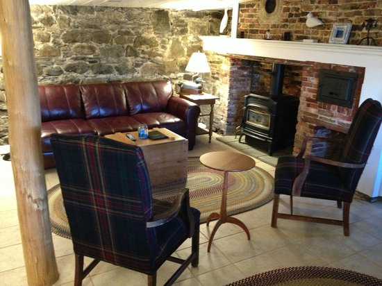 North Hero House : The Sitting Room of the Cobbler's Suite