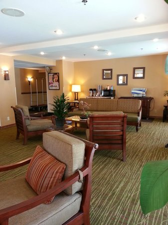 Holiday Inn Express San Diego - Escondido: Lobby: Comfort and Complimentary Coffee