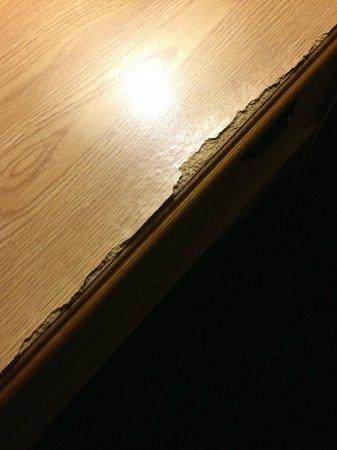Super 8 Medina: old cracked furnishings