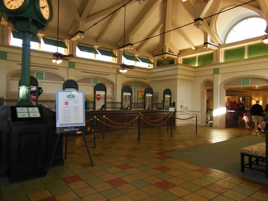 Disney's Caribbean Beach Resort: Custom house (check-in)
