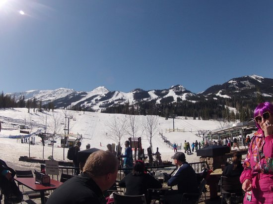 Kicking Horse Mountain Resort: SUNNY DAY AT KHMR