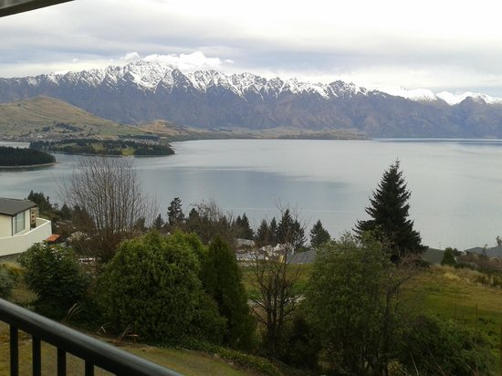 Tanoa Aspen Hotel Queenstown: view from large sliding door onto own balcony