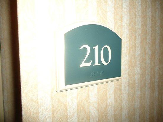 Holiday Inn Express Toronto - North York : 210