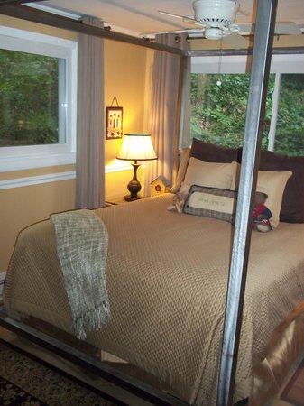 Asheville Swiss Chalets : Alpine Bedroom