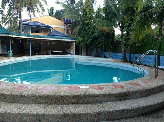 Dangkalan Beach Resort and Restaurant: Their Pool