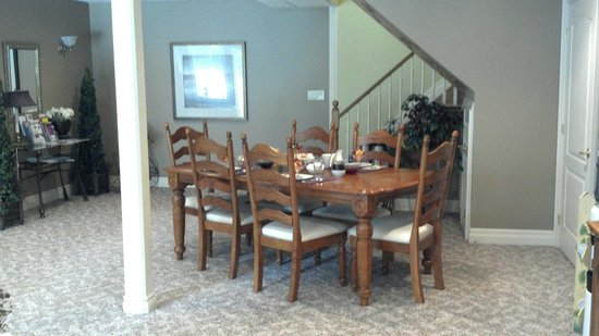 Vineyard Estate Bed and Breakfast: dining area  to relax and enjoy a leisurely breakfast