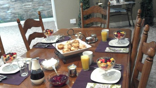 Vineyard Estate Bed and Breakfast: The start to a delicious breakfast