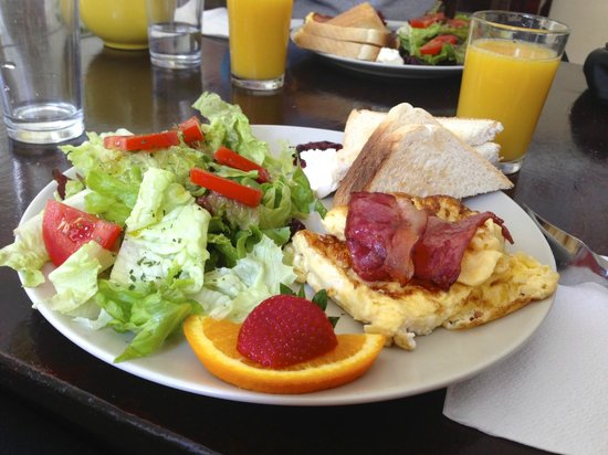Oasis Hostel : 3 Euro Breakfast