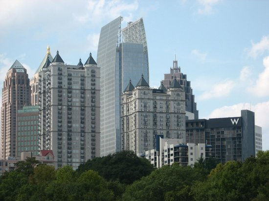 Piedmont Park: skyscrapers in midtown