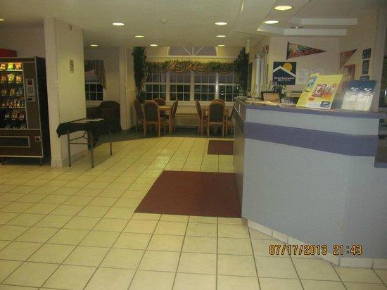 Microtel Inn by Wyndham Champaign: Lobby