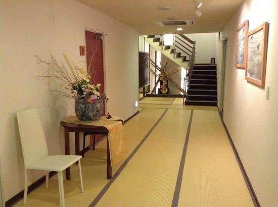 Tsuwano no Oyado Yoshinoya: 館内は足袋があり、スリッパは不要! 寝る時に脱げば、きれいな足のまま・・・。