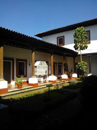 Best Western Plus Posada De Don Vasco: Jardines