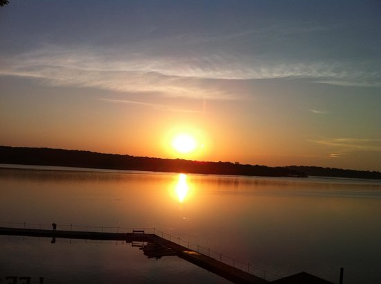Lee's Grand Lake Resort: sunrise from the deck