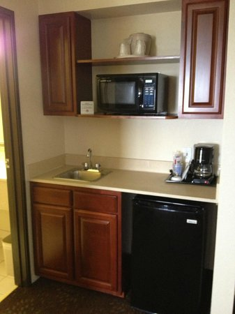Holiday Inn Express Mackinaw City: kitchen