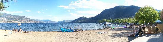 Lakeside Villa Inn & Suites: the beach