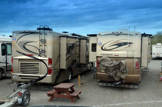 Beluga Lookout Lodge & RV Park : Close Parking - Excessive Cost