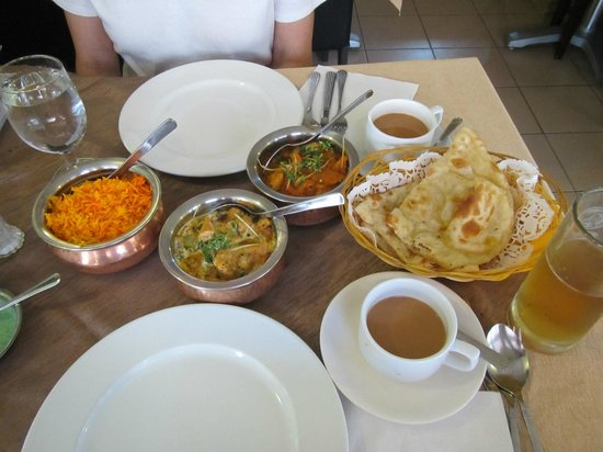 shish mahal: Lunch as served (chicken, fish, Naan, rice)