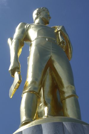 Oregon State Capitol : Golden Man atop tower