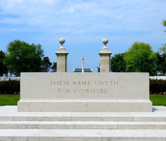 Beny-sur-Mer Canadian War Cemetery : A la mémoire de nos disparus