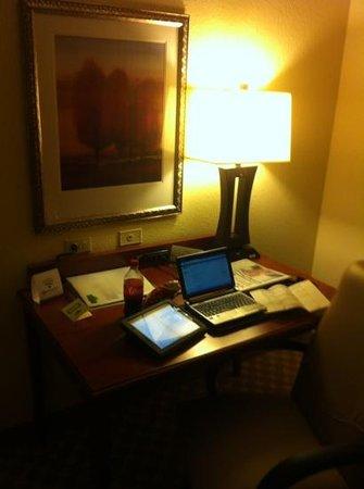 Country Inn & Suites By Carlson, Crystal Lake : Escritorio para trabajo