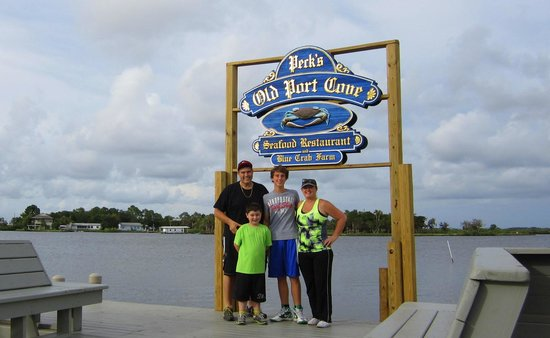 Peck's Old Port Cove : The Family Photo