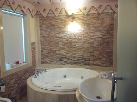 Rajasthali Resort and Spa : Jacuzzi