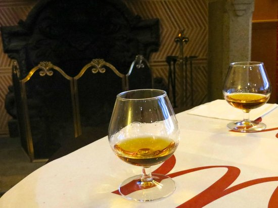 Mercure Granville Le Grand Large : Un bon calvados au bar