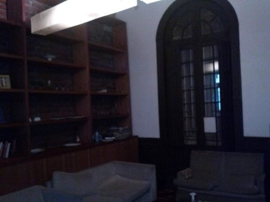 Santiago Backpackers Hostel: Salita Estar con biblioteca