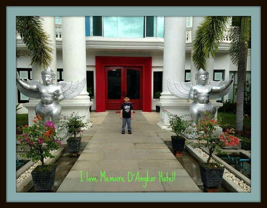 Memoire d' Angkor Boutique Hotel: entrance to the hotel