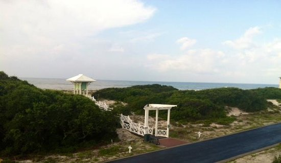Kiva Dunes Resort: View from third story of walkway to beach