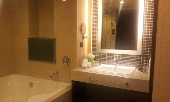 S-aura Hotel: 浴室