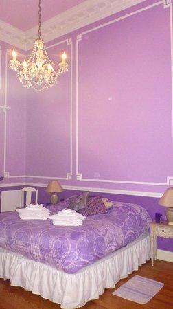 Petit Hotel El Vitraux: Violet room2