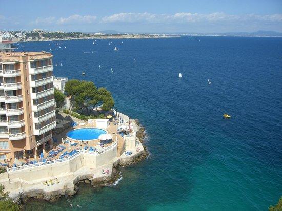 Roc Illetas: Соседний отель вид с балкона
