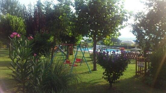 Agriturismo San Francesco : speeltuin zwembad