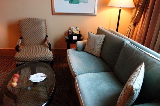 Hotel Mulia Senayan: sofa
