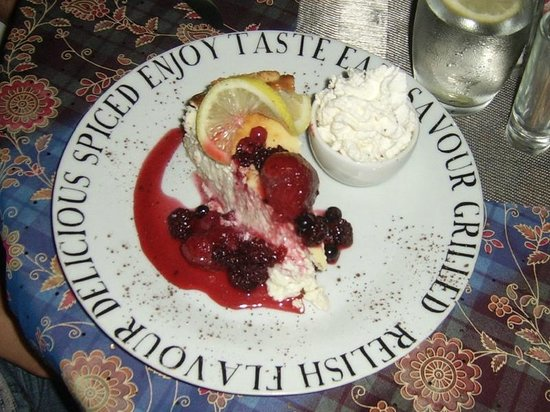 The Burlesque Cafe: Cheese Cake with Berries