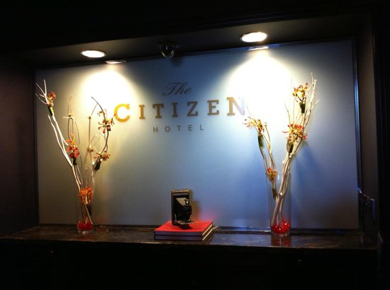 The Citizen Hotel, Autograph Collection: Front Desk