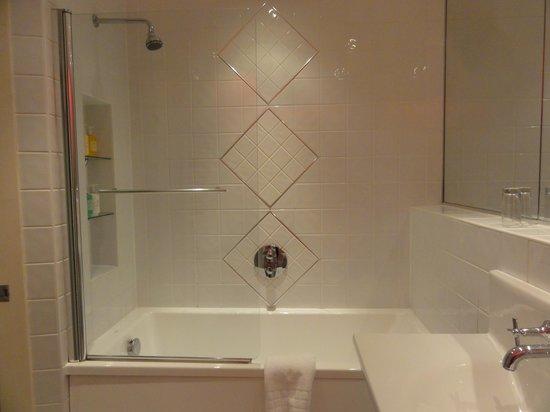 Lakeside Hotel: バスルーム