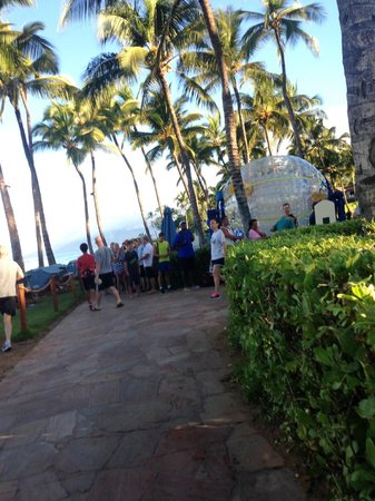Grand Wailea - A Waldorf Astoria Resort: Long lines before 7am