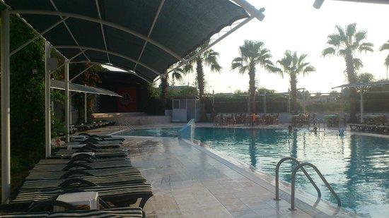 Sural Garden Hotel: Show stage
