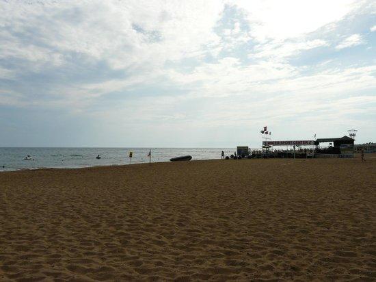 Sural Garden Hotel: Beach