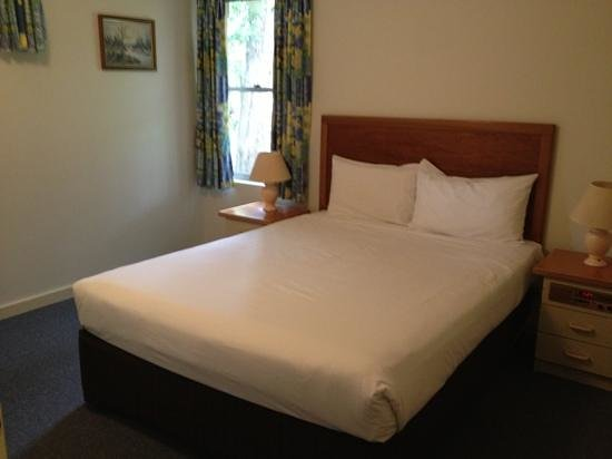 Bayview Geographe Resort: 2 Bedroom villa - Main bedroom.