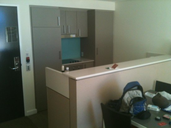 Adina Apartment Hotel Perth: kitchen