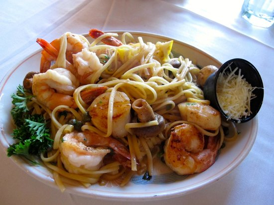 Sea Chest Oyster Bar : Amazing seafood pasta at Sea Chest