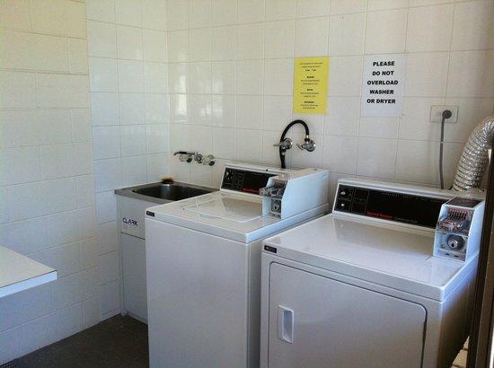 Bay Air Motel: Laundry