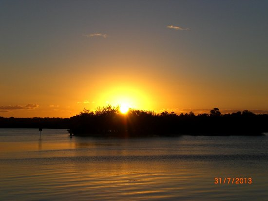 The Noosa Apartments : Sunset just across the road